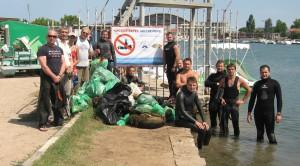 Активисты рядом с результатами своих трудов