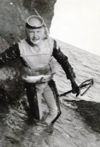 3 - М. П. Микрюков в гидрокостюме Садко и сеточным напоясным куканом - Форос, 70-е годы